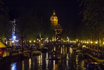Oudezijds Voorburgwal in De Wallen with Sint-Nicolaaskerk