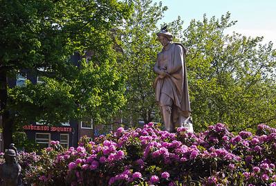 rembrandt-statue