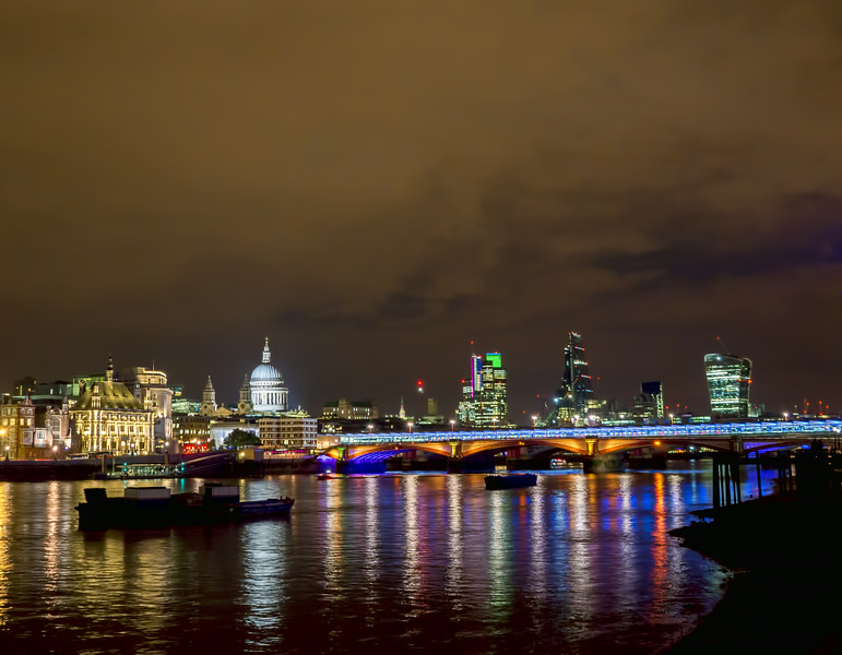 Blackfriar's Bridge, St Paul's Cathedral<br /> London