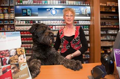 Nederland, Amsterdam, 6 juni 2009, mevrouw de Haan, eigenares van Primera Delflandplein, met haar hond Boy, foto: Katrien Mulder