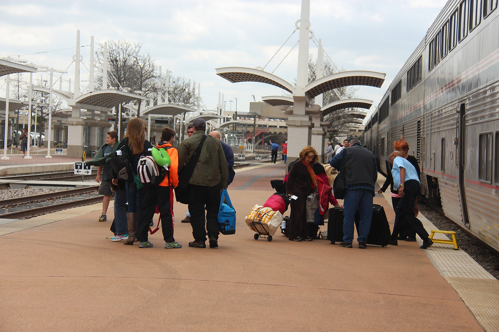 Passenger on the platform detrain and entrain.
