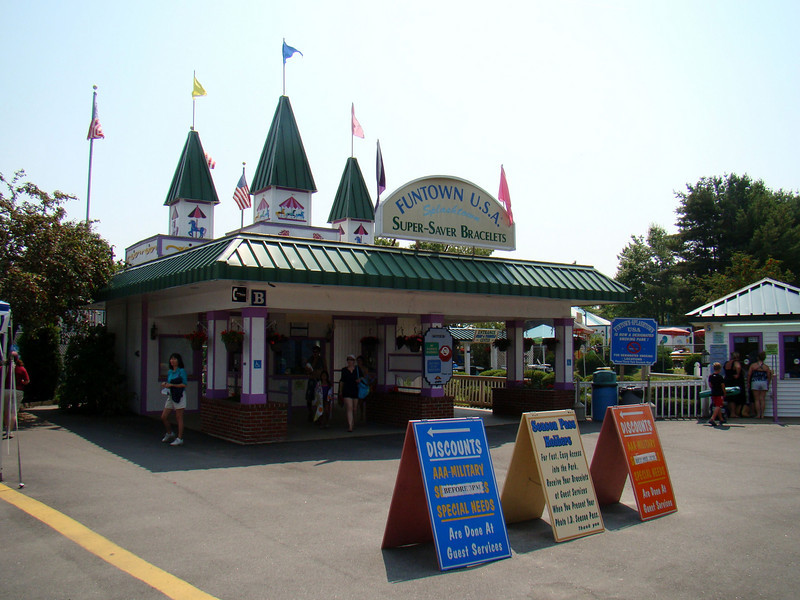 The main entrain to Funtown - you can buy admission for either the water park, the amusement park or both.