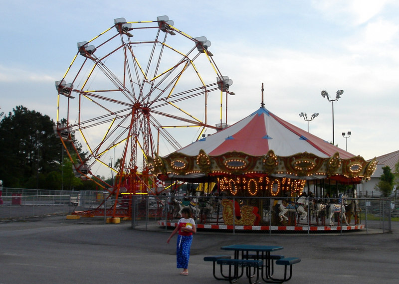 Ferris Wheel and Chance Carousel at Pedroland.
