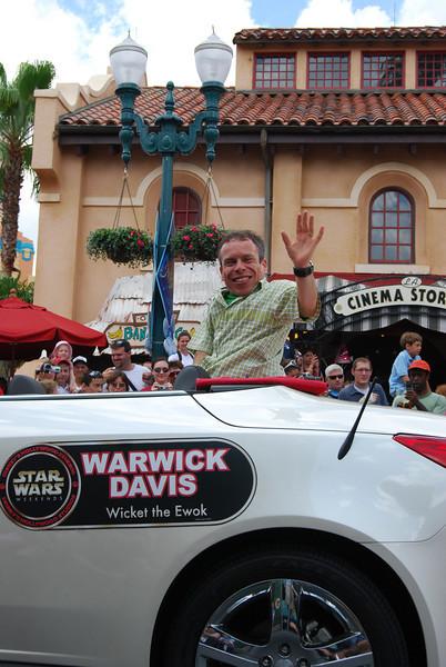 Warwick Davis (aka Wicket)