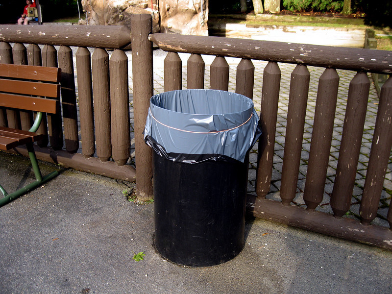 An unthemed trash can! This was in front of The Old Man of the Mountain rock climbing wall game.
