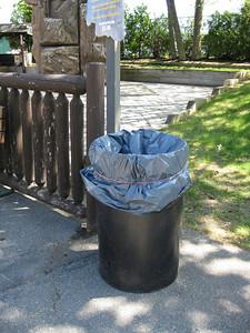 Unthemed trash can!