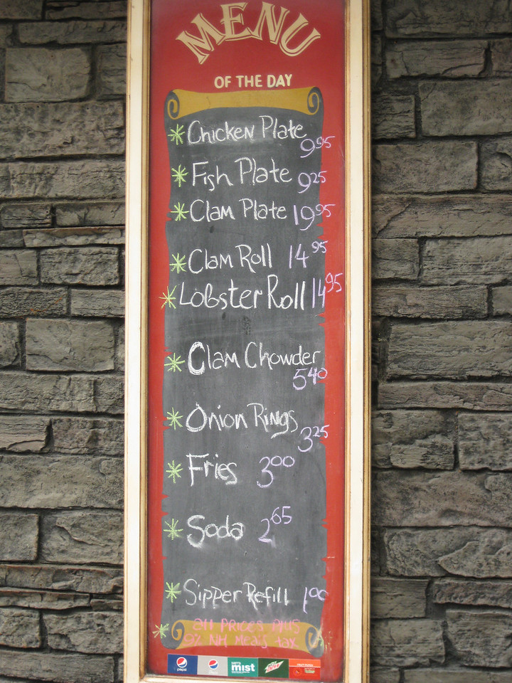 Minuteman Fried Clams menu board.