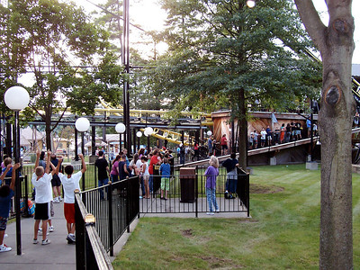Canobie Corkscrew queue at 6:39pm.