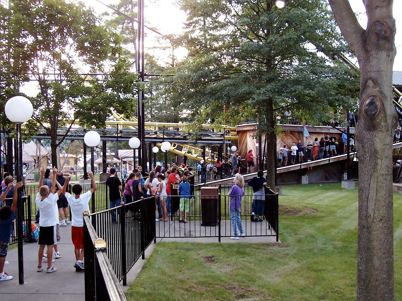 Canobie Corkscrew queue at 6:39pm.