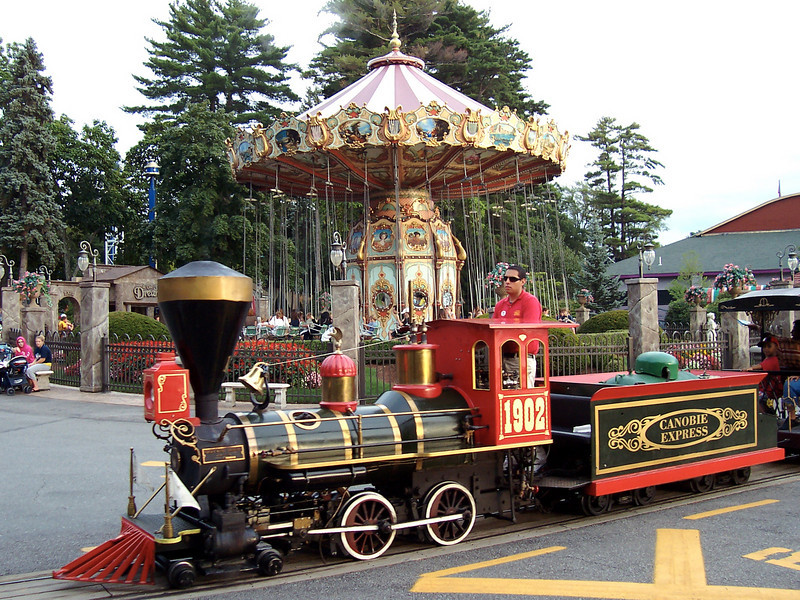 The Canobie Express train as it rolls in front of Da Vinci's Dream.