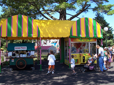 There was a new canopy over the Instant Photos cart and The Big One claw game.