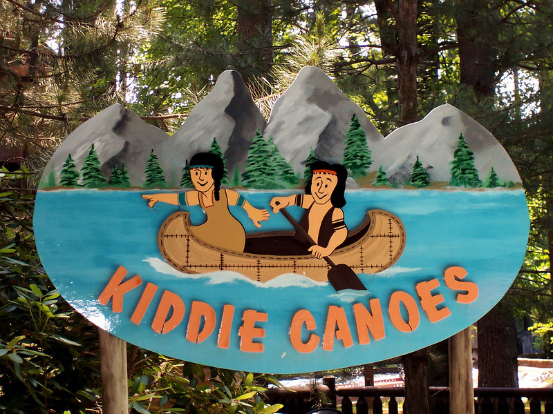 Kiddie Canoes sign.