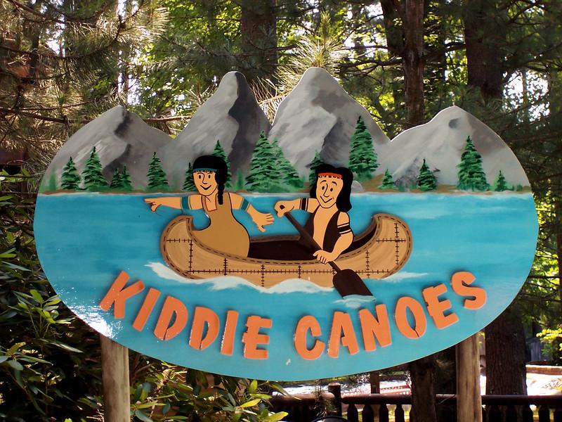 Kiddie Canoes sign.
