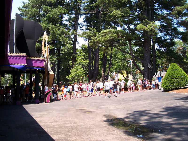 At 1:44pm, there was a line outside the Dancehall Theatre for the Jump! dog show.