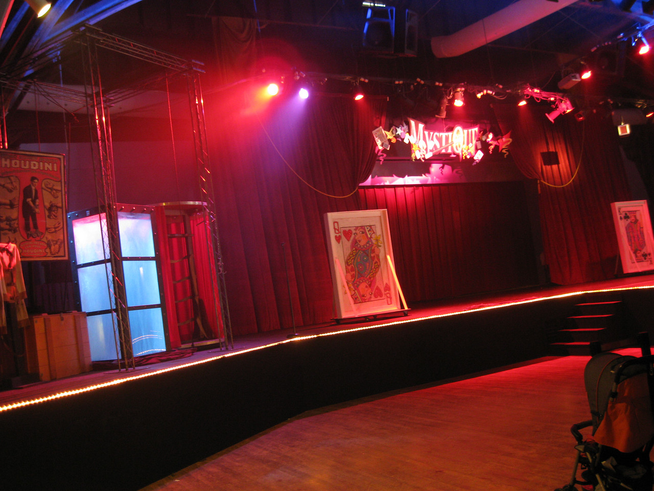 Inside the Dancehall Theater. Still using cloudy white balance.