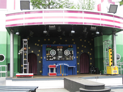The Newton's Revenge II show was set up on stage.