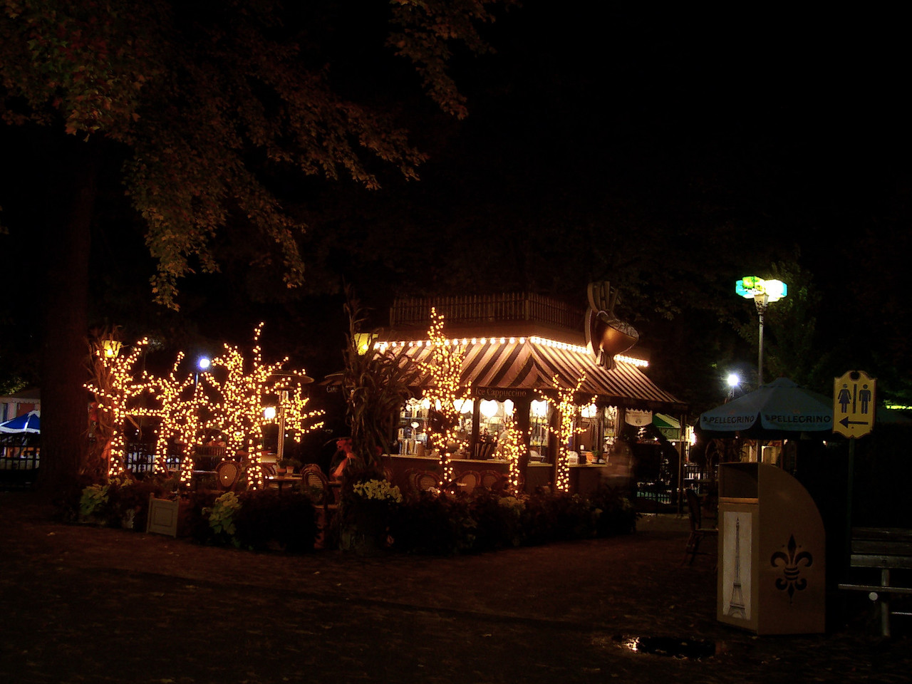 Cafe D'Or at night.