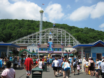 I visited Lake Compounce on Saturday, July 11, 2009.