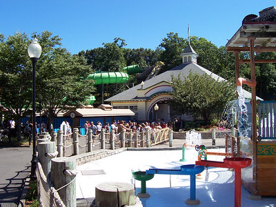 Line of people waiting to enter the Splash Harbor water park.