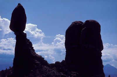 Analoge 0013 1982 usa balanced rock archer national monument