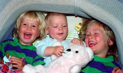 Analoge 0025 363 karine vibeke og henning i barnevogn sommer 1990