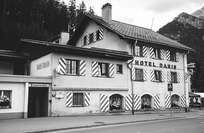 Das erste Gasthaus *Alte Post* später Hotel Danis in Lenzerheide (ab 1840).
