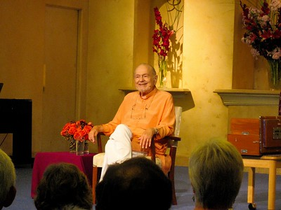 Swami Kriyananda talks at Ananda Sangha.