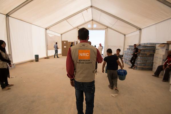 Aid distribution, Kilo 18 - 1