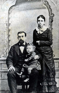 Mary Elizabeth Kipp and George Collings and oldest daughter Maude