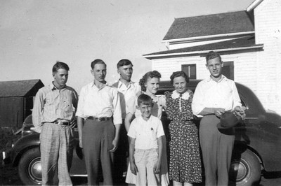 Orris and Clayton Kipp Grace Collings and others Flandreau SD at a farm 1939