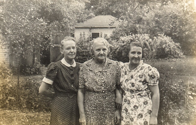 Grace (center) with daughters Louise and Marguerite