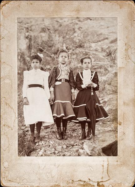 Middle one:  Juanita Espino Salcido 3rd one right: Tia Maria sister to Bertha Salcido Pacheco