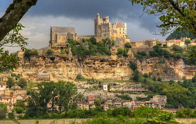 The well-preserved medieval village of Beynac in the Dordogne departement of France with Chateau de Beynac above. The castle dates from the 1100s.