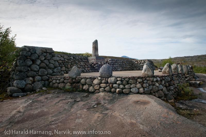 Håkon /-momumentet nær Sandgropa på Bjørnfjell