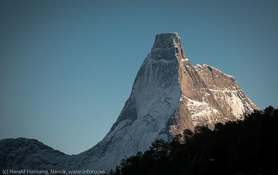 Stetind sett fra Haukøya i Tysfjord