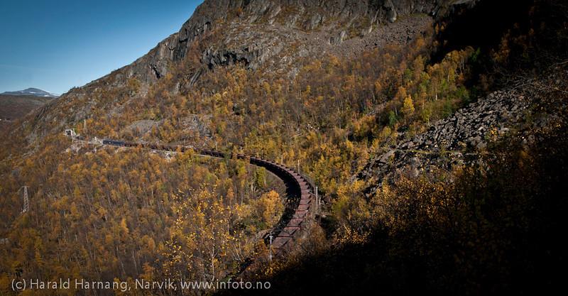 Malmtog opp fra Narvik mot Kiruna. Rallarveien til høyre rett ovenfor. Fagerlia.