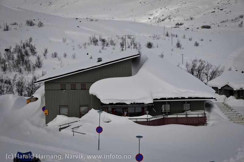 Mai 2011: Riksgränsen, Sverige. Tidligere Hörnells fjellfotovisningssted og fotografi-salg, senere kolonial, nå skal det bygges om til leiligheter. Det er en tid for alt...