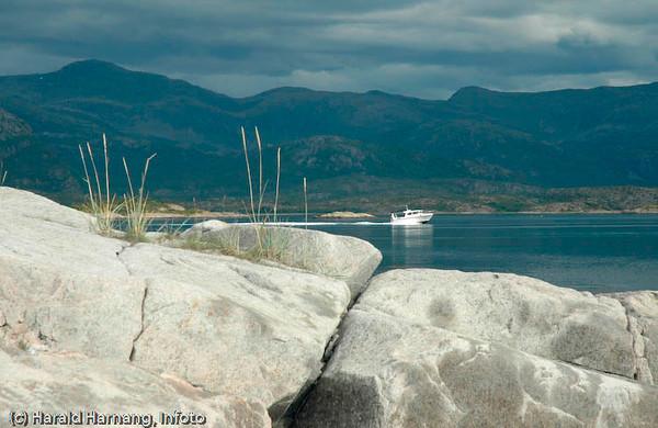 Foto fra Engelsøya utenfor Skarstad, ved utløpet av Efjorden.