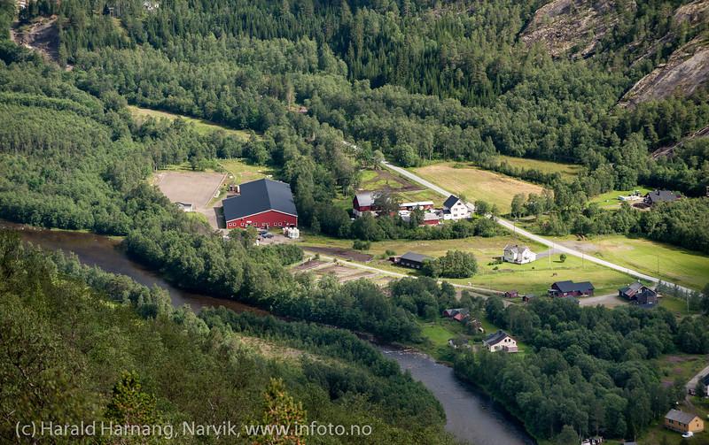 Narvik ridesenter, Skjomdalen. Foto fra veien opp Sørdalen.
