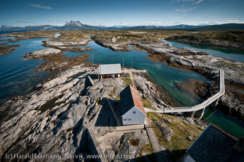 Utsikt nordover fra toppen av Tranøy fyr (22 m høyt), Tranøy i Hamarøy kommune, Nordland.