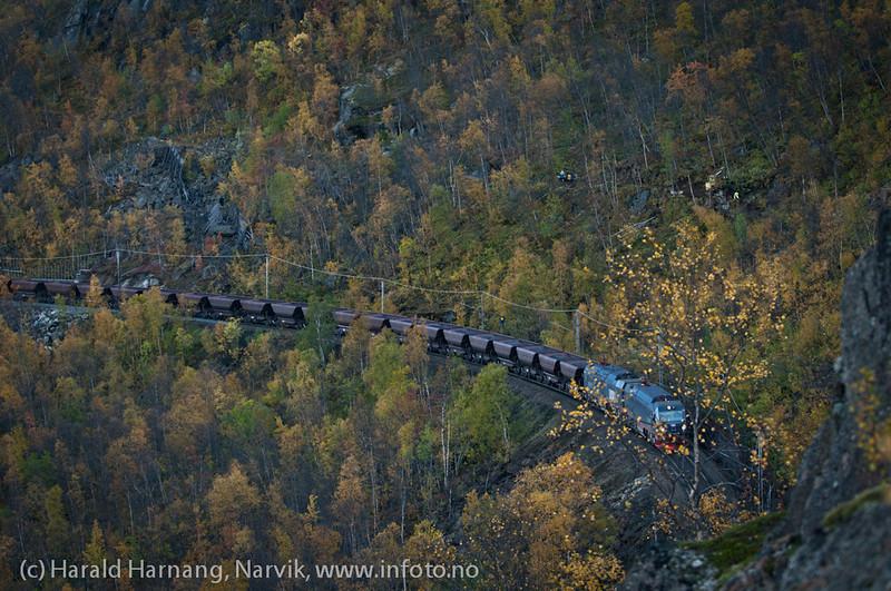 Malmtog fra Kiruna mot Narvik. Ut fra tunnel etter Norddalsbrua.