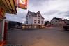 Walters Kro i Kjøpsvik. Rett frem, inngang til venstre. På torget, rett ved siden av Coop (med post i butikken). Foto: Morten Harnang