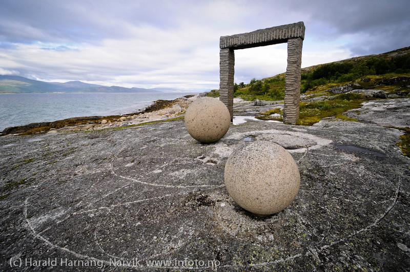 """Monumentet """"Himmel på jord"""", del av Kulturlandskap Nordland. Ved Skarstad i Efjord, Ballangen kommune."""