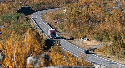 E 10, mellomriksveien mellom Norge og Sverige over Bjørnfjell.. Foto like øst for Øvre Jernvann.