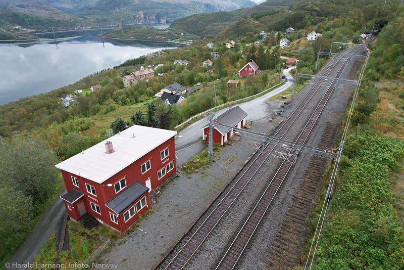 Straumsnes jernbanestasjon (nedlagt)