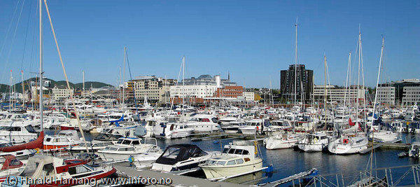 Bodø, småbåthavna med sentrum i bakgrunnen.