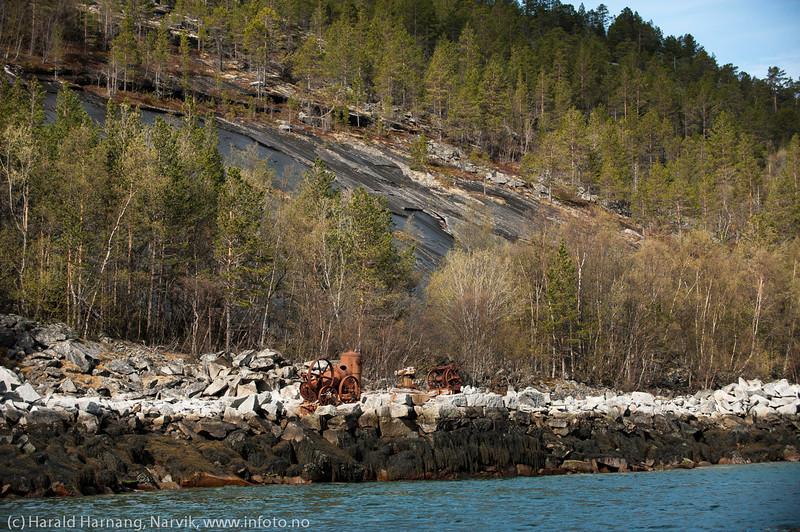 Gammelt steinbrudd på sørsiden av Skjomenfjorden.