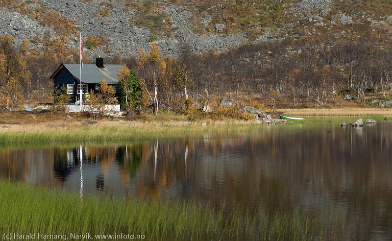 Idyllisk plassering ved Øvre Geitvann på Bjørnfjell.