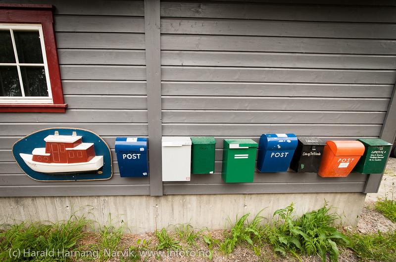 Båt-postkasse i Henningsvær. Lofoten, juni 2013.