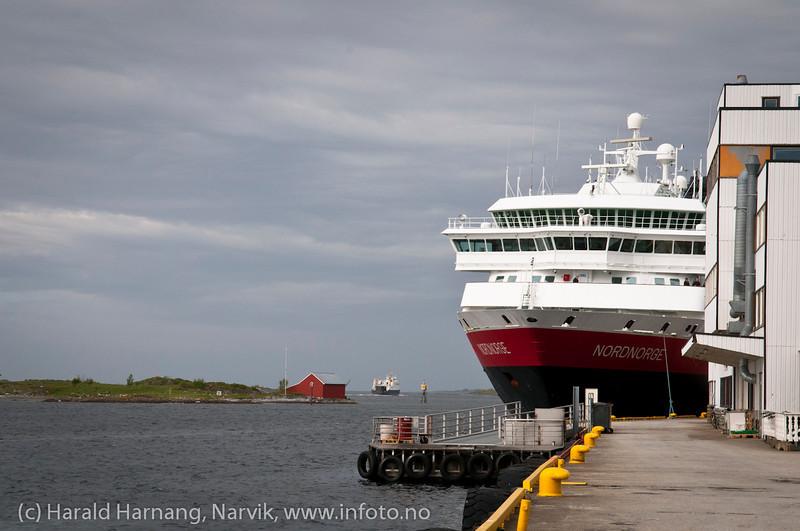 Hurtigruteskipet Nordnorge til kai i Brønnøysund. Foto: Mai 2011.